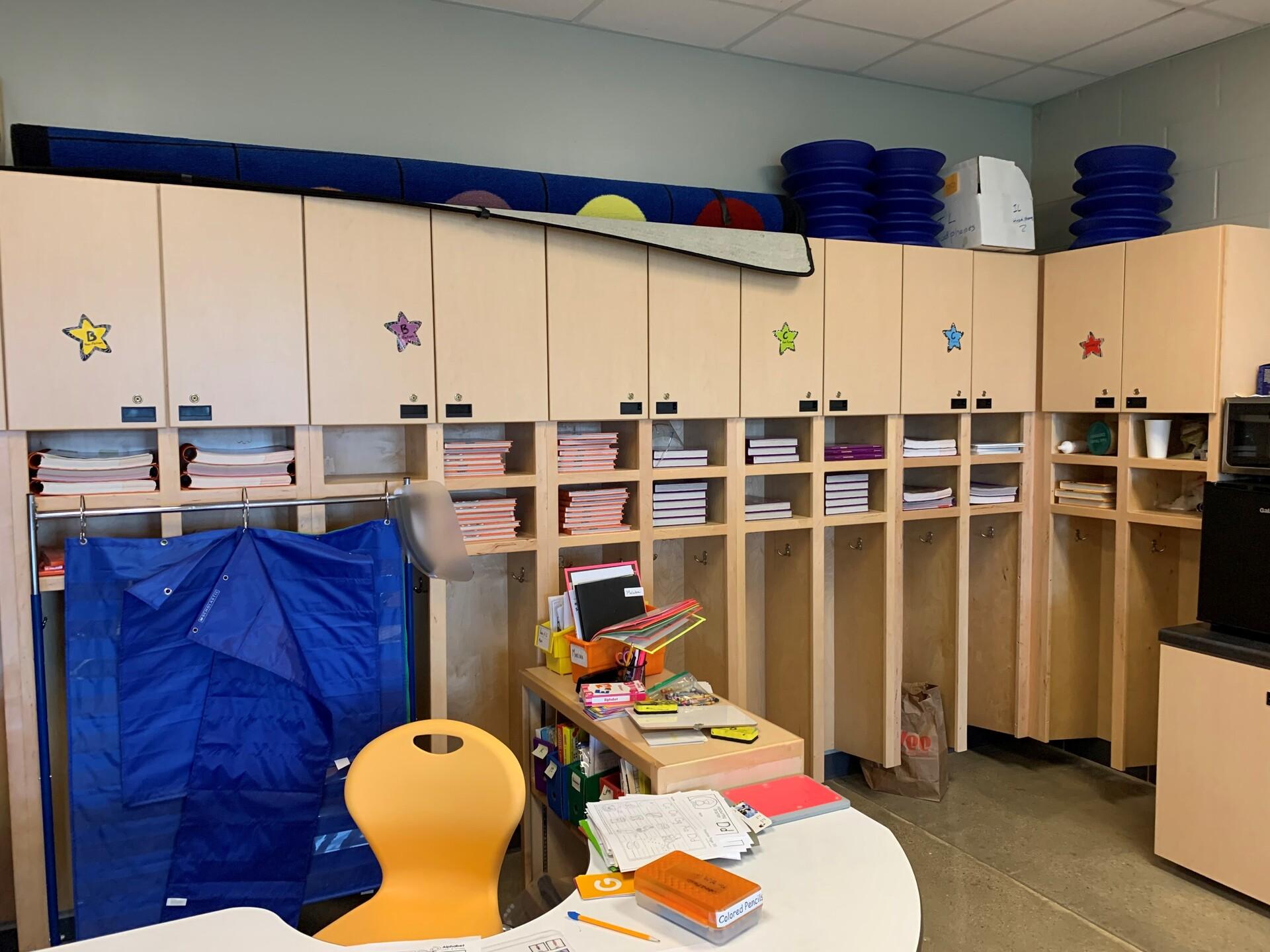 custom-classroom-cabinets-dras-cases-millwork-design-1920x1920