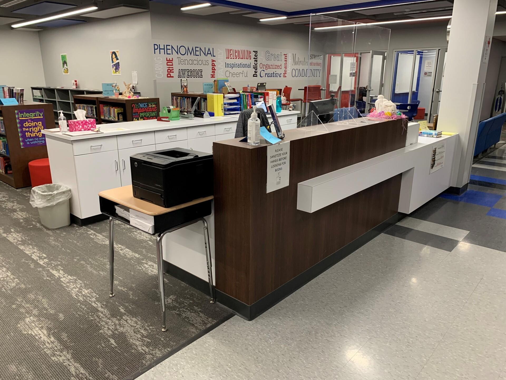 southland-library-dras-cases-custom-desk-1920x1920